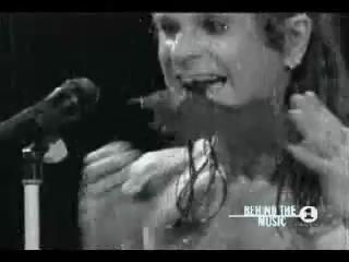 Ozzy Osbourne откусил голову летучей мыши